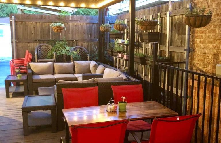 Outdoor dining at Lili's Bistro